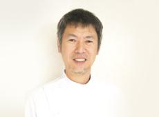 歯科医師:吉田 光則(新生会理事長)
